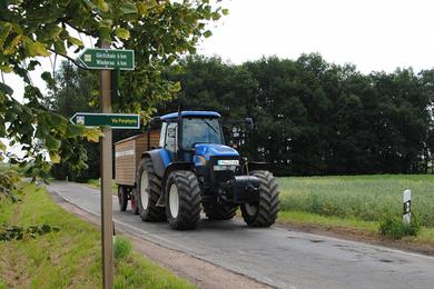 Ein Traktor der Firma Agraset ... Fotografie: Kerstin Kunze